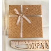 Коробочка подарочная ювелирная для браслета 9х9х3см песочная