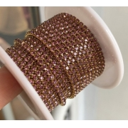 Стразовая лента (цепь) SS8 коричневая в золотистой оправе (1метр)