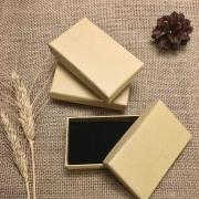 Коробочка подарочная для украшений 5х8х2.5см крафт без декора