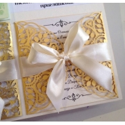 Свадебное приглашение резное с листиками под светлое золото