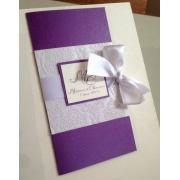 Свадебное приглашение фиолетовое с бантом