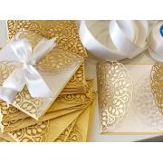 Свадебное приглашение резное с листиками под золото