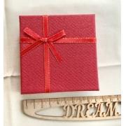 Коробочка подарочная ювелирная для браслета 9х9х3см красная